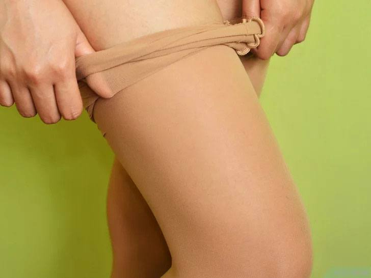 Put on men's pantyhose