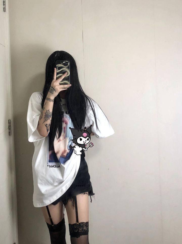 Chinese women often wear pantyhose 1